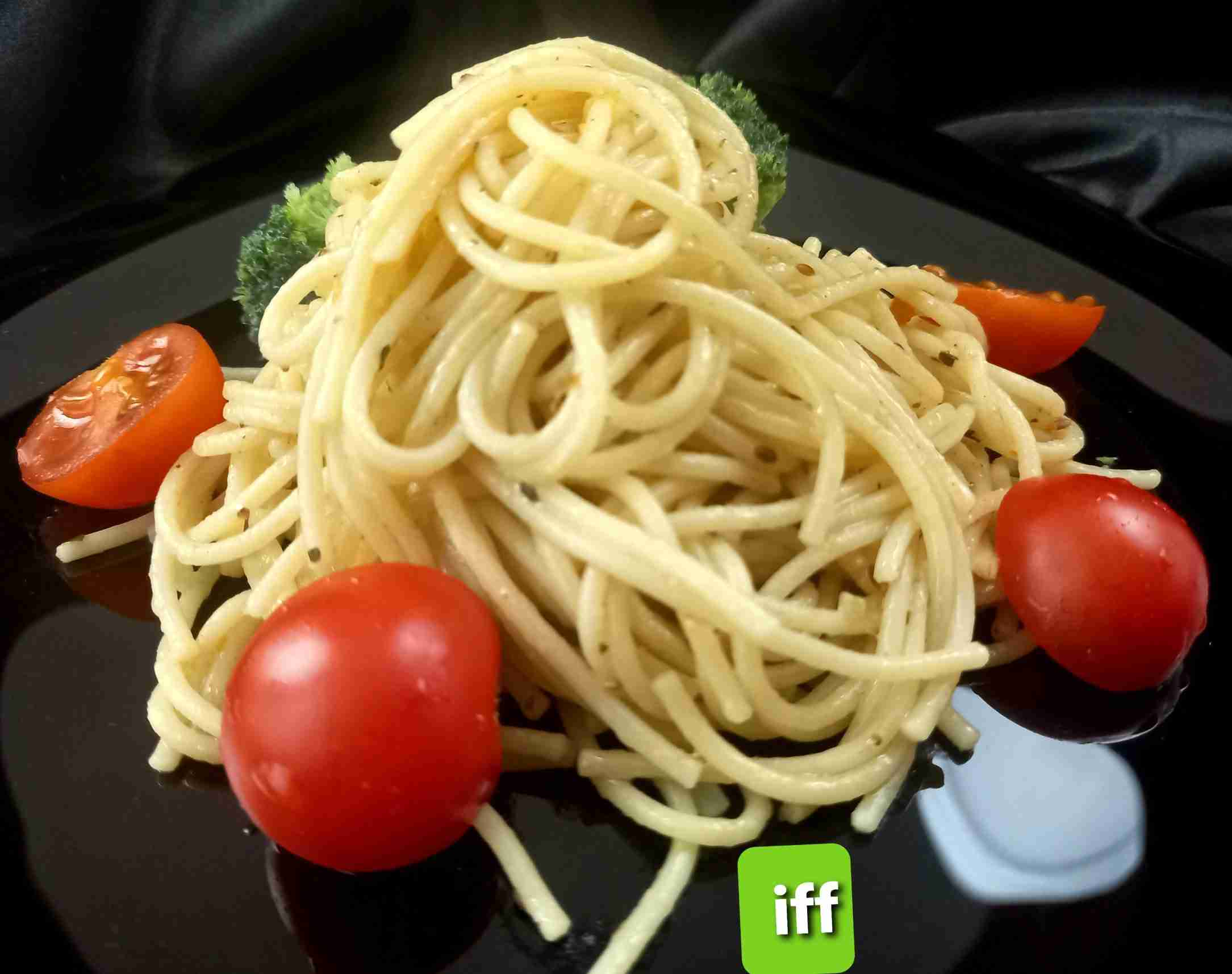spaghetti pasta with olive oil and garlic